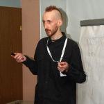 Wykład o nowicjuszach w Wikipedii - Krzysiu. Autor: Polimerek. Licencja: CC-BY 3.0